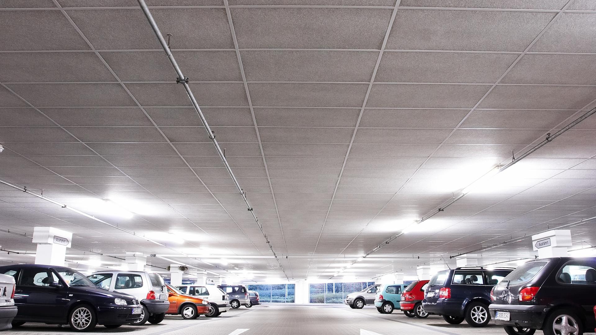 Parkhaus Parking Garage Facett A-edge 1200x600 ROCKFON