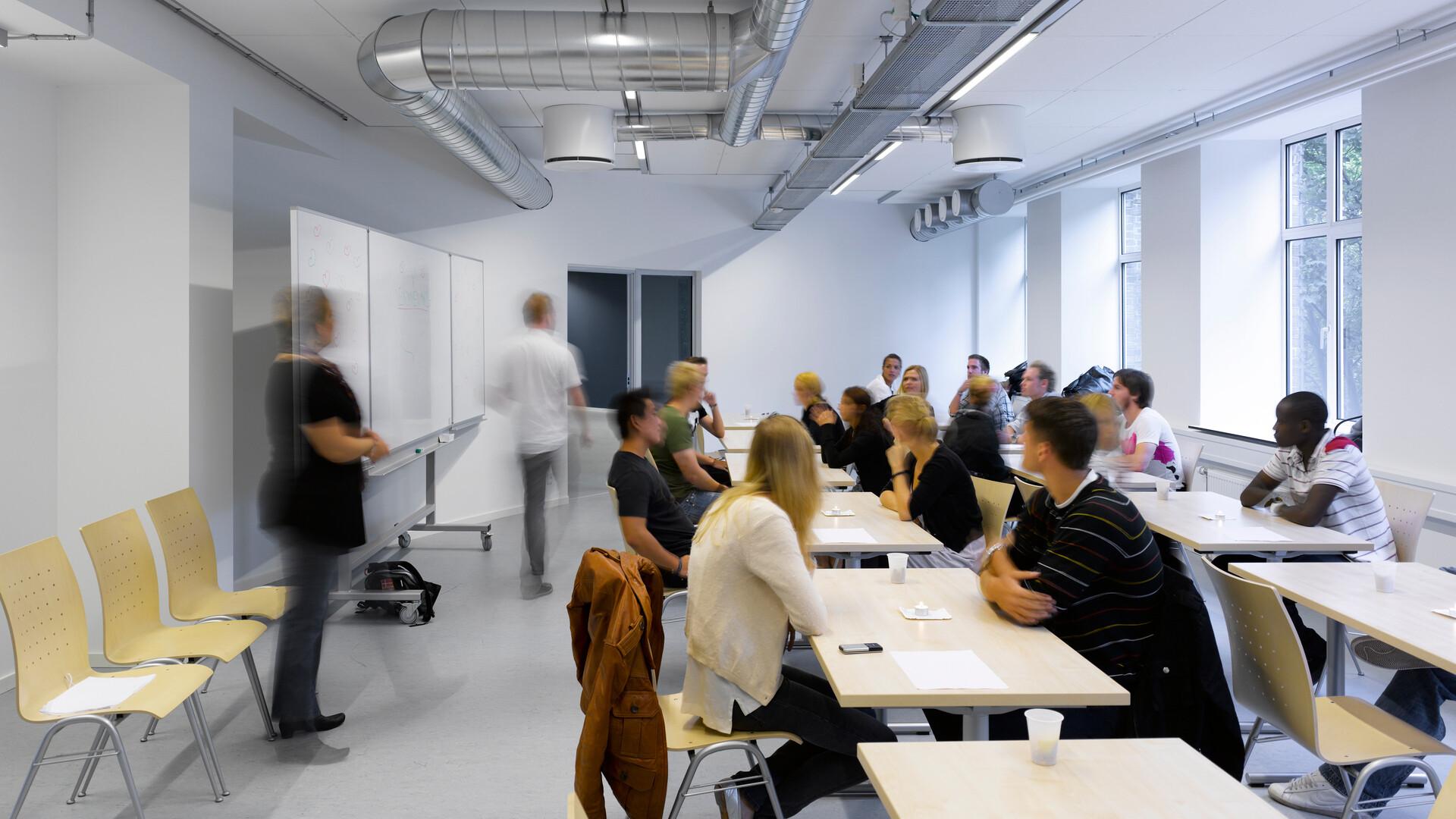 CBS Copenhagen Business School Blågårdsgade, Cosmos, education