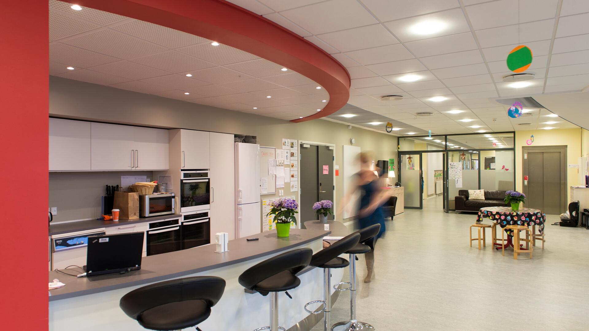 Helsinge Realskole school education Rockfon Color-all Sonar E-edge A-edge 600x600 1200x600 VertiQ 2700x1200