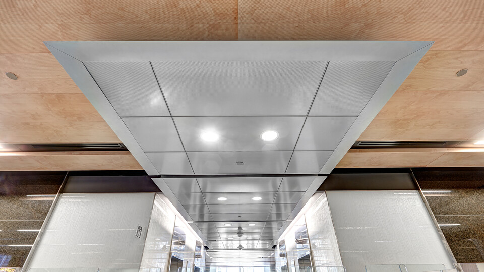 "90 Elgin, Ottawa, Canada, 34.123 m2, Rockfon Specialty Metal Ceilings, Chicago Metallic, Dialog, David S. McRobie Architects (DSMA), Ron Engineering and Construction/State of the Art Acoustik Inc., The Great-West Life Assurance Company (Building), Government of Canada (Land), Advance Drywall Ltd./Morin Bros. Builiding Supplies, LEED, Bochsler Creative Solutions, Razor Edge Infinity, Planostile Lay-in, SpanAir Hook-On, Reveal, 24"" x 48"", Satin Silver, WoodScenes Lazy Maple, 4600 Ultraline"