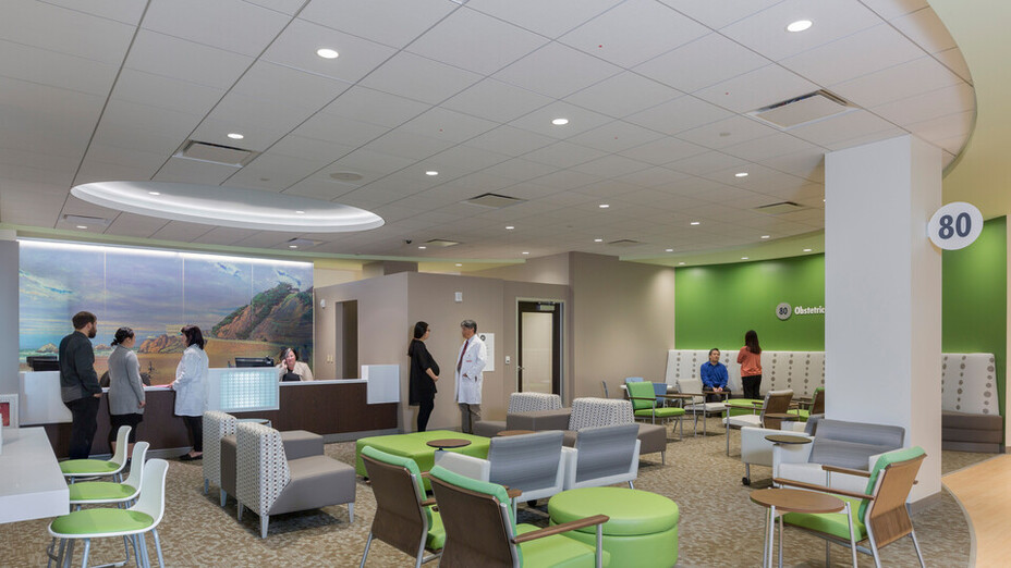 NA, Kaiser Permanente Mission Bay Medical Offices, KMD Architects, Rockfon Artic®, Chicago Metallic® Ultraline™ and 1200 Series 15/16-inch ceiling suspension system, Rockfon® Infinity™ Perimeter Trim